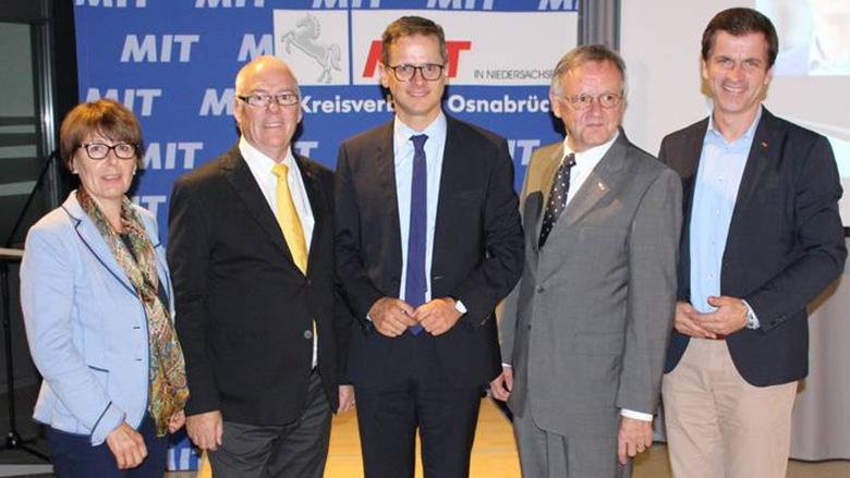(v.l.n.r.): Gerda Hövel MdL, H.-Dieter Klahsen, Dr. Carsten Linnemann MdB, Dietrich Keck und Dr. André Berghegger MdB.