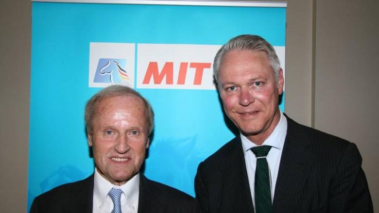 Peter Luths (r.) begrüßte als besonderen Gast der MIT Lüneburg den Ehrenpräsidenten der Bundesvereinigung der deutschen Ernährungsindustrie, Jürgen Abraham