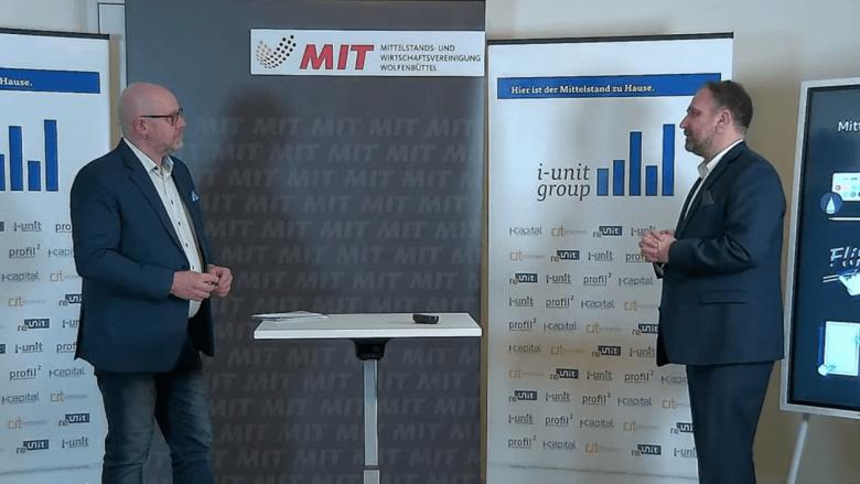 Präsident Dirk Wöhler vom Berufsverband Discjockey e.V. spricht mit Andreas Tieftrunk von der i-unit Group