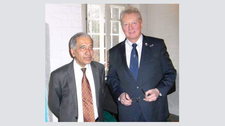 (v.l.n.r.): Prof. Dr. Mojib Latif, GEOMAR Kiel, und Dr. Dirk Timmermann, Kreisvorsitzender der MIT Cuxhaven.