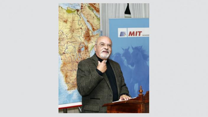 Domprediger a.D. Joachim Hempel vermittelt seine Sichtweise über Afrika.